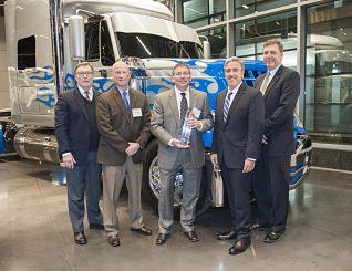 Elkhart Plastics Navistar Diamond Award 2_web